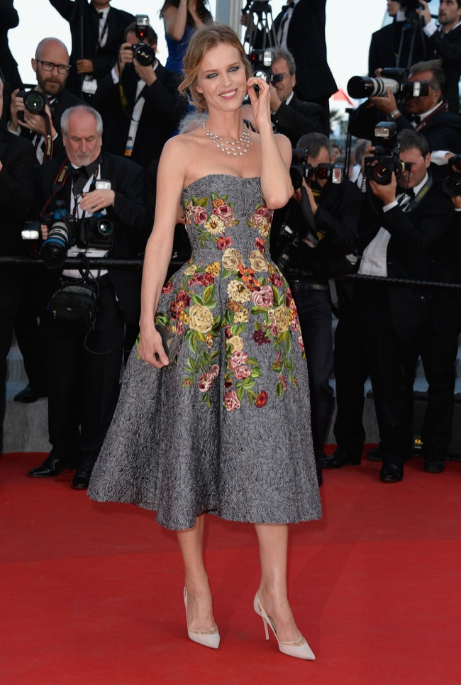 Eva Herzigova brought a pop of color with her Dolce & Gabbana look