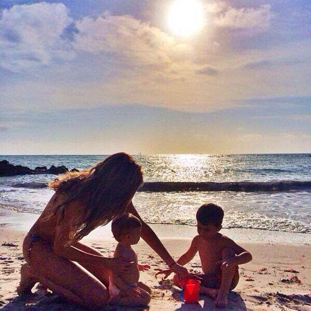 Gisele Bundchen shares beach photos with her two children