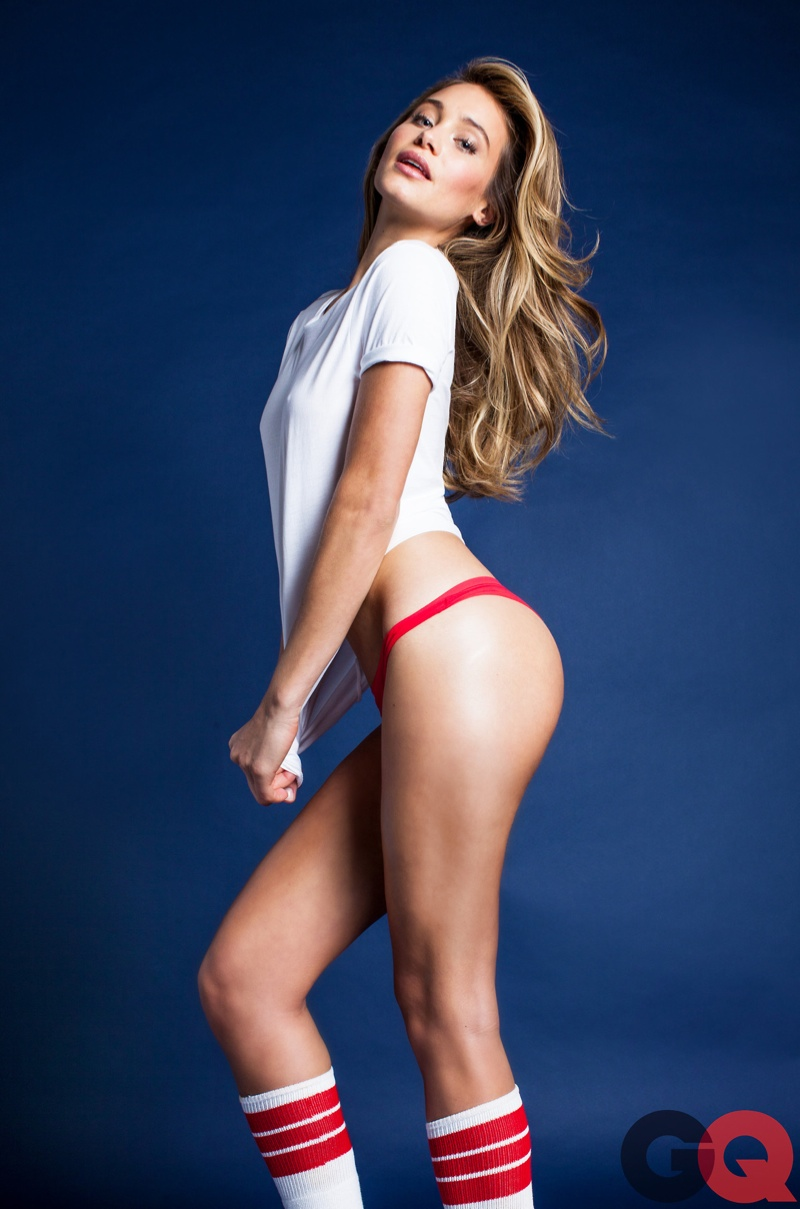 hannah davis white tee sexy 1 Hannah Davis Makes White Tees Sexy in GQ Spread