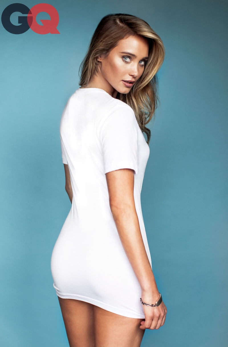 hannah davis white tee sexy 4 Hannah Davis Makes White Tees Sexy in GQ Spread