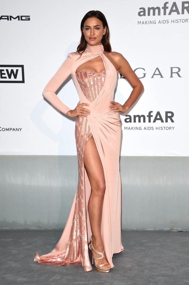 Irina Shayk also wore an Atelier Versace look