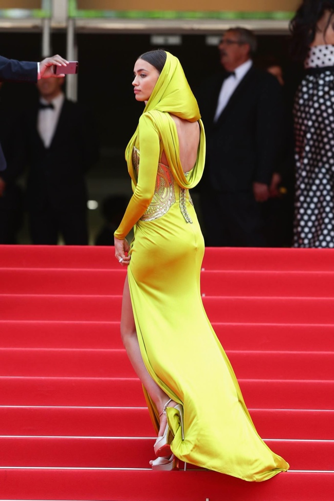 irina shayk yellow versace dress More Dresses From Cannes Final Events: Lara Stone, Paz Vega, Aishwarya Rai