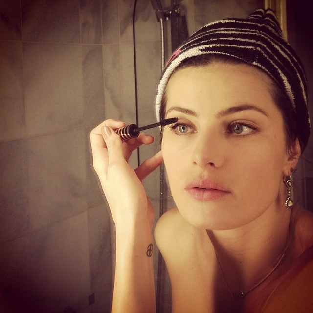 Isabeli Fontana preps for work