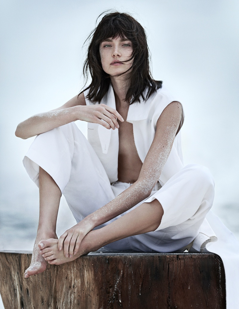 jacquelyn jablonski beach1  Jacquelyn Jablonski Poses for Emma Tempest in Vogue Russia Spread