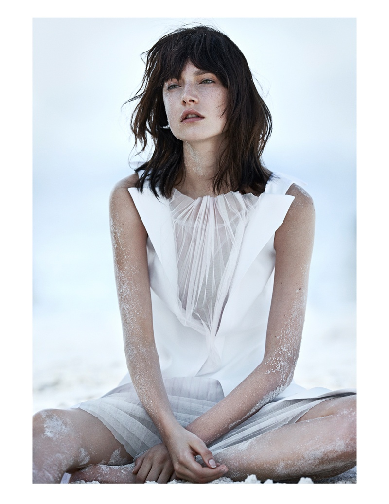 jacquelyn jablonski beach2  Jacquelyn Jablonski Poses for Emma Tempest in Vogue Russia Spread