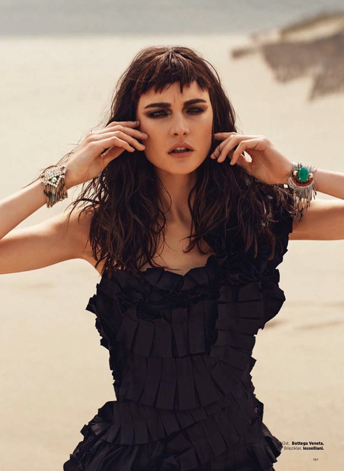 jacquelyn jablonski shoot 2014 4 Jacquelyn Jablonski Gets Dark for Harpers Bazaar Turkey Cover Shoot