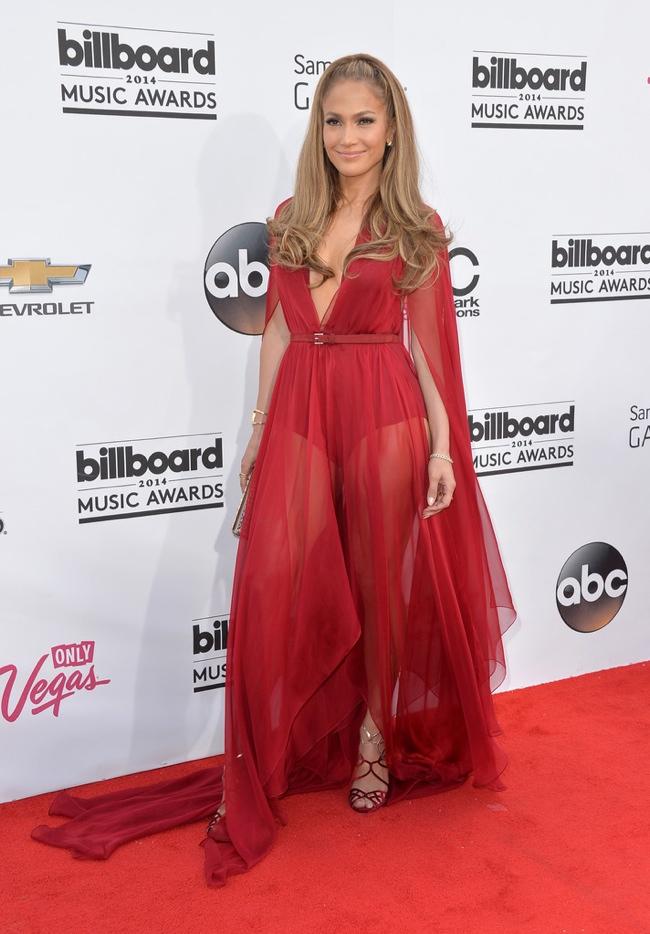 Jennifer Lopez flashes some leg in Donna Karan