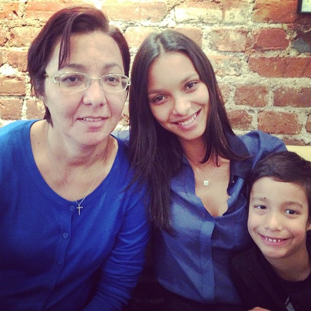 Lais Ribeiro celebrated the holiday with her mom and son