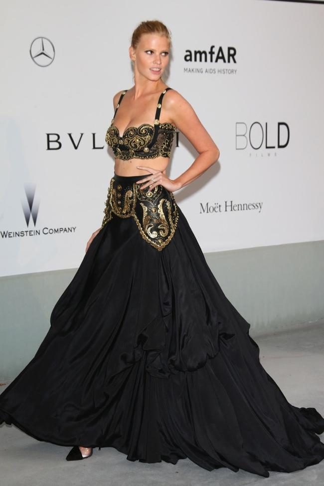 lara stone vintage versace dress 2014 amfAR Gala at Cannes: Jessica Chastain, Alessandra Ambrosio, Dita Von Teese & More