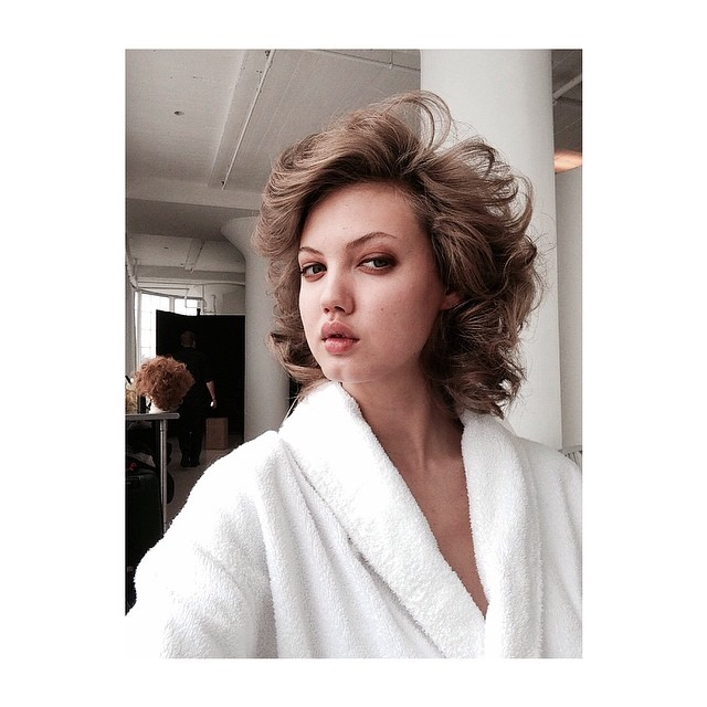 Lindsey Wixson takes images behind the scenes on S Moda shoot