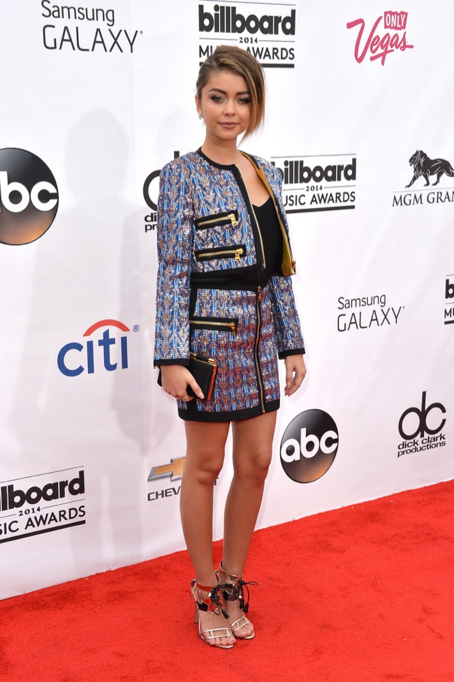 Sarah Hyland wore a skirt and jacket look in Emilio Pucci