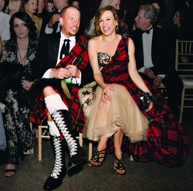 Sarah Jessica Parker & Alexander McQueen at Met Gala. Image: Vogue/Getty