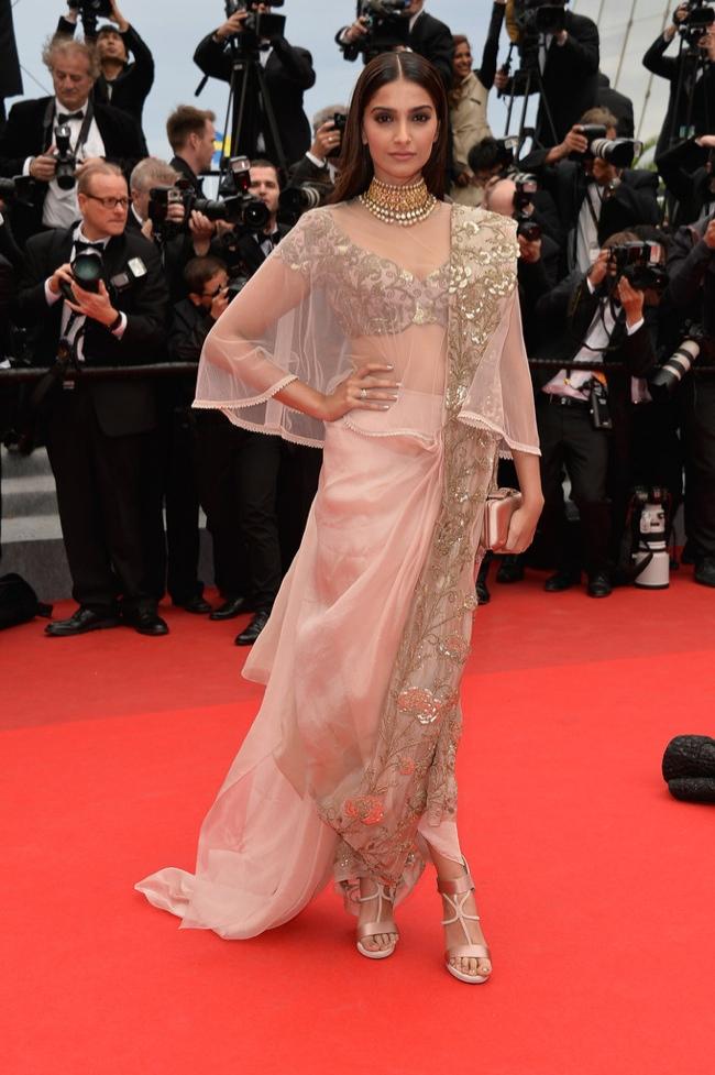 Sonam Kapoor donned an Anamika Khanna design
