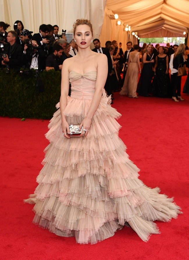 Suki Waterhouse sports nude color Burberry gown
