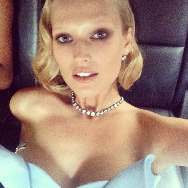 Toni Garrn shows off her beauty look