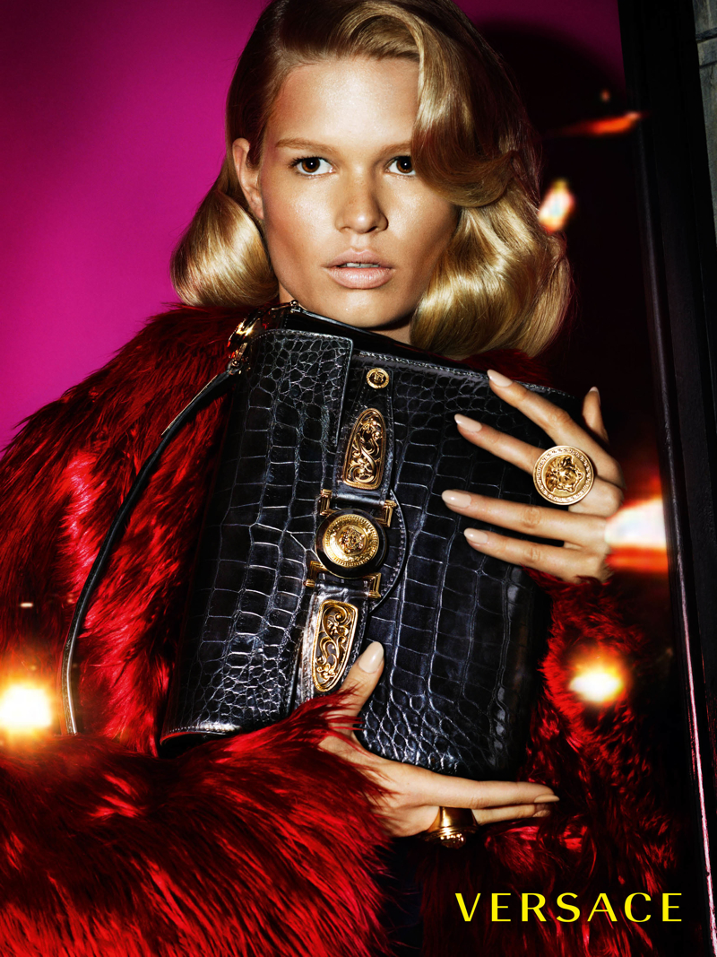 versace women fall winter 2014 campaign photo 002 More Photos of Versace Fall/Winter 2014 Campaign