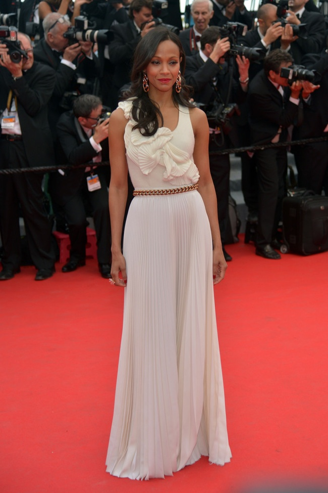 Zoe Saldana kept it simple in Victoria Beckham