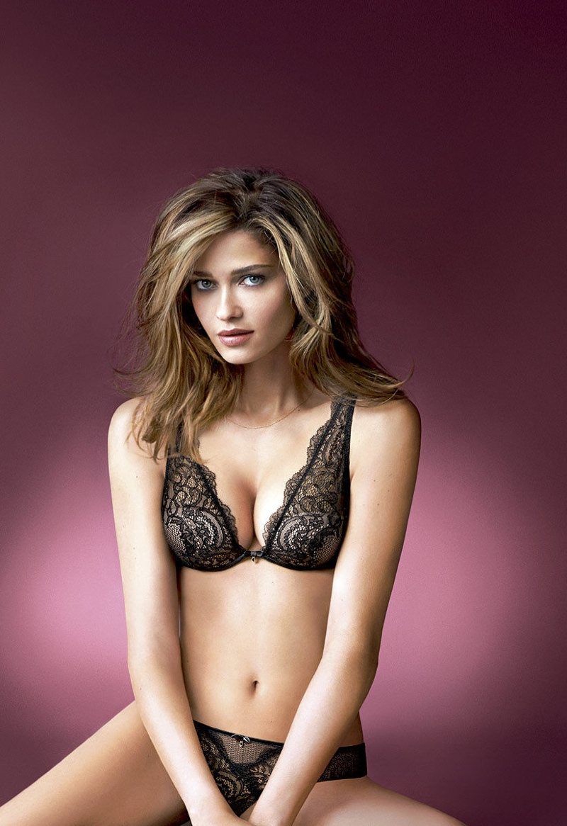 ana beatriz barros intimissimi 2014 lingerie2 Ana Beatriz Barros Celebrates the World Cup in Intimissimi Campaign