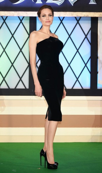 "Angelina Jolie Shows Off Figure in Atelier Versace Dress at the ""Maleficent"" Japan Premiere"