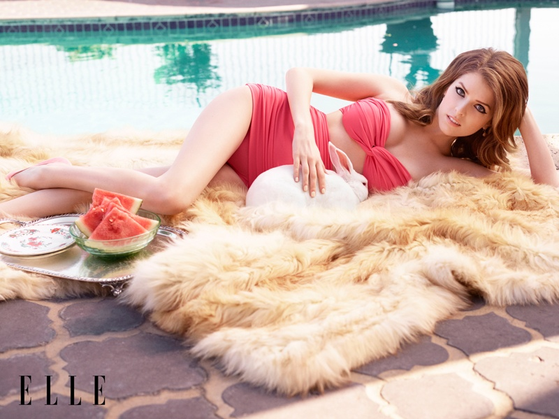 anna kendrick elle shoot3 Anna Kendrick Poses for ELLE, Talks Being a Late Bloomer