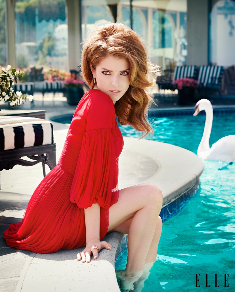 anna kendrick elle shoot4 Anna Kendrick Poses for ELLE, Talks Being a Late Bloomer