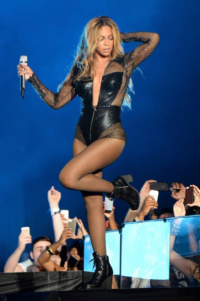 Beyonce wears costum bodysuit by Versace. Image: Getty/Versace