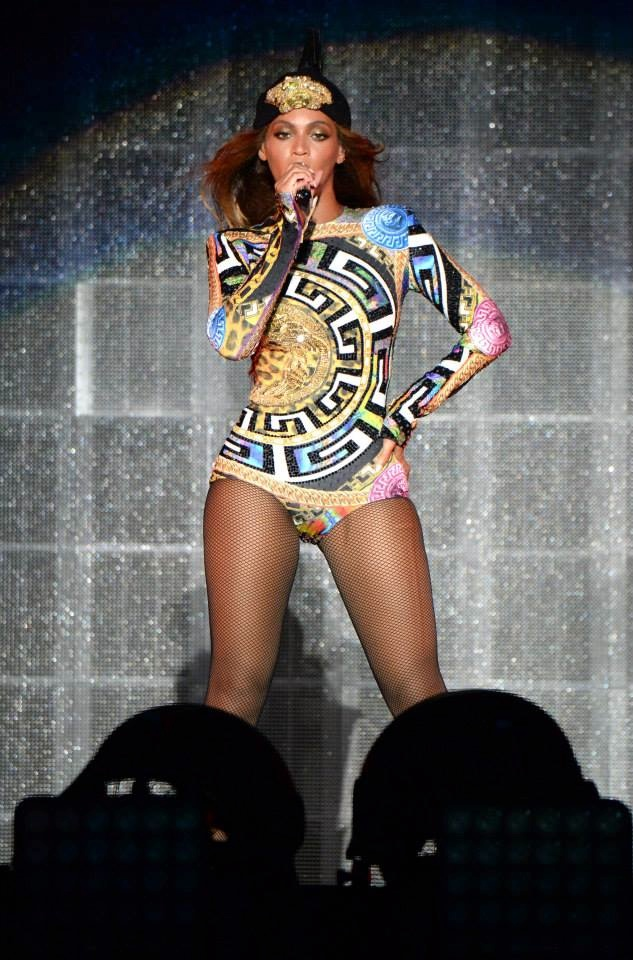 Beyonce wears costume Versace. Image: Getty/Versace