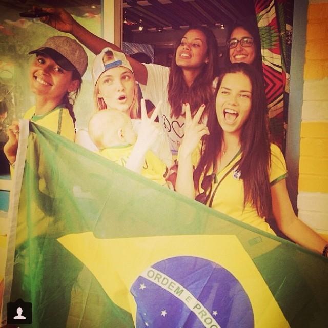 Emannuela de Paula, Caroline Trentini, Adriana Lima support Brazil
