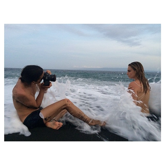 cara bali3 Cara Delevingne Takes Fun Snaps in Bali While Shooting Campaign