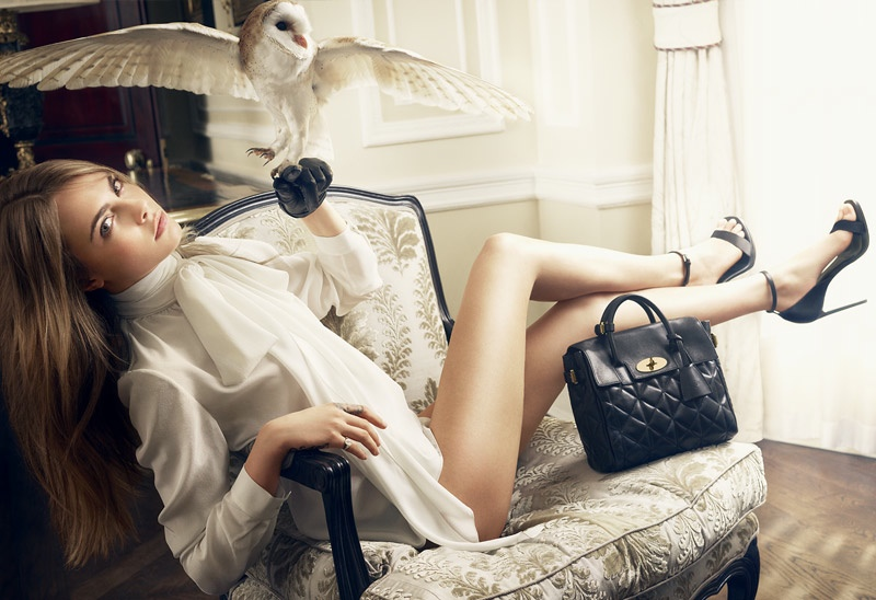 cara delevingne animals mulberry3 Cara Delevingne Poses with Animals for Mulberry Handbag Shoot