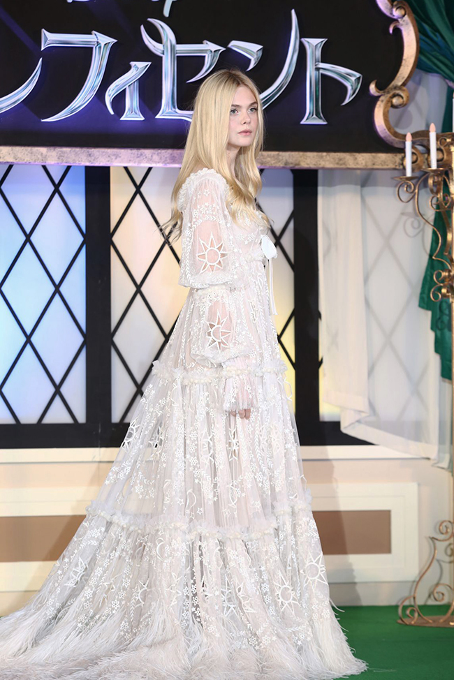 elle fanning alexander mcqueen dress2 Elle Fanning: Ethereal in Alexander McQueen Dress at Maleficent Japan Premiere