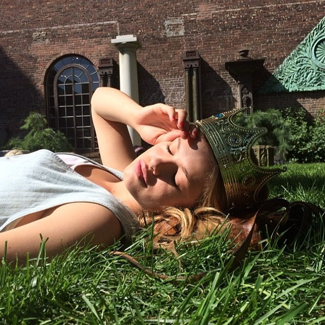 Hailey Clauson lays in the grass with a crown. No biggie!