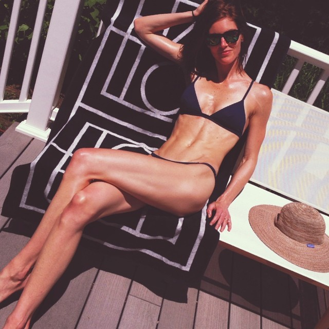 Hilary Rhoda gets a tan