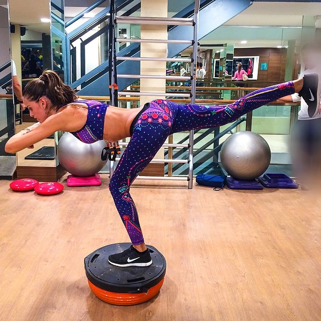 izabel isometric training Model Fitness! 12 Instagrams of Izabel Goulart Working Out