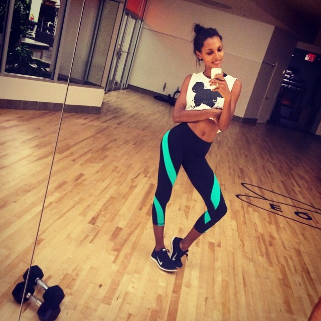 Jasmine Tookes shows off her workout gear