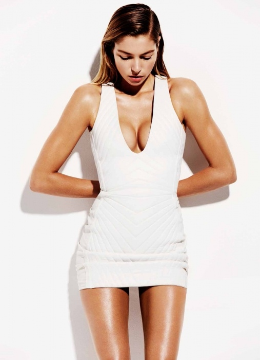 jessica hart hot 1 Jessica Hart is White Hot in Bazaar Australia Photos by Simon Upton