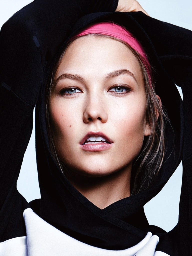 karlie kloss workout shoot4 Karlie Kloss Does Sporty Glam Right for ELLE Photo Shoot
