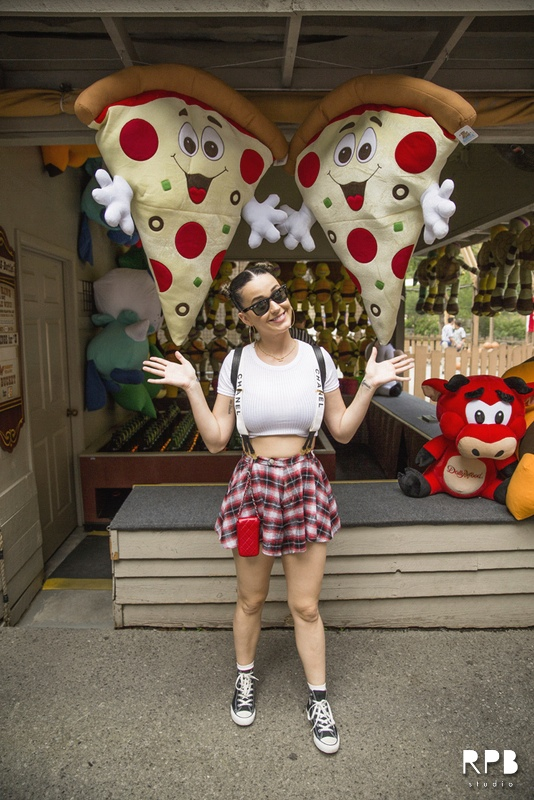 katy perry topshop dollywood photo6 Katy Perry Wears Topshop, Chanel Suspenders While Visiting Dollywood