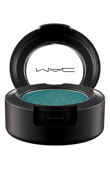mac cosmetics moody blooms makeup4 Get Dark This Summer with MAC Cosmetics Moody Blooms Makeup Line