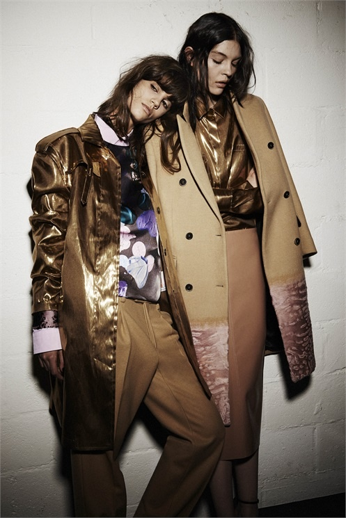 msgm lesbian fall 2014 campaign4 MSGM's Fall 2014 Campaign Features Lesbian Pairing with Antonina & Kate B.