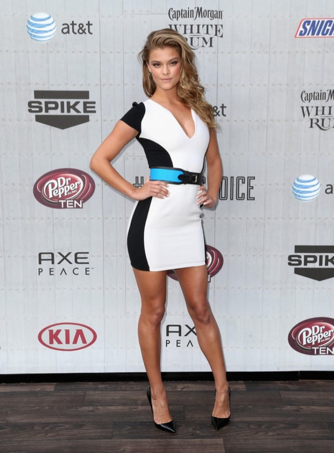 Nina Agdal charmed in a color-blocked Emilio Pucci dress