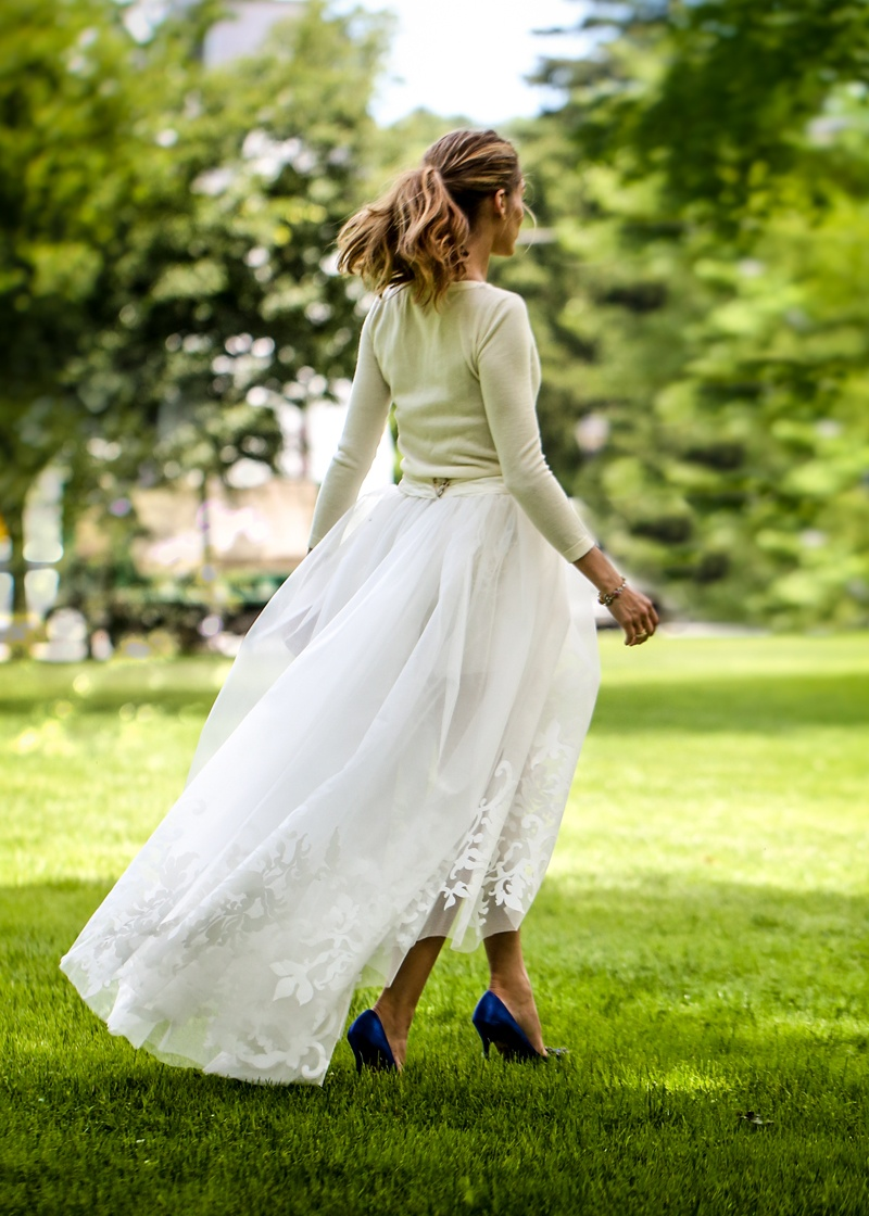 olivia palermo wedding dress photos2 Chic Bride! Olivia Palermo Wears Carolina Herrera Wedding Look