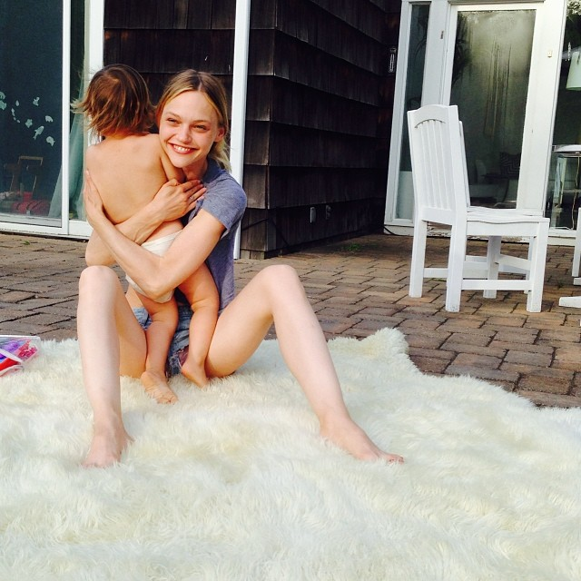 Sasha Pivovarova with her daughter Mia