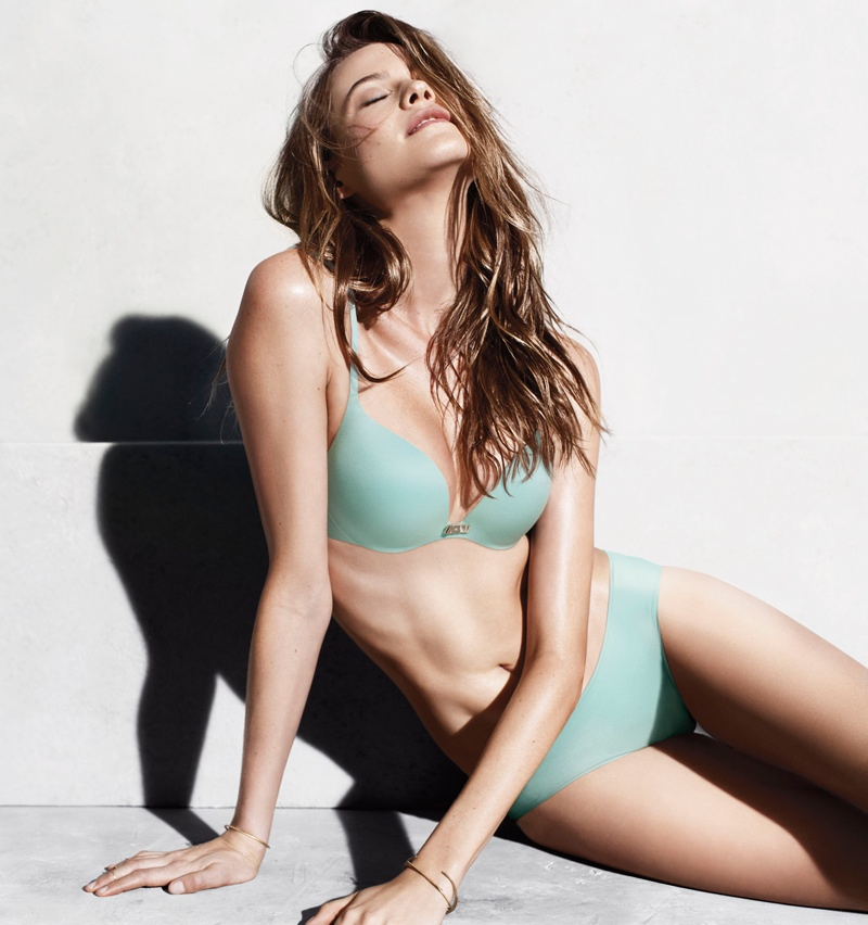 victorias secret incredible bra behati prinsloo1 Behati Prinsloo Looks Incredible in Victorias Secret Promos