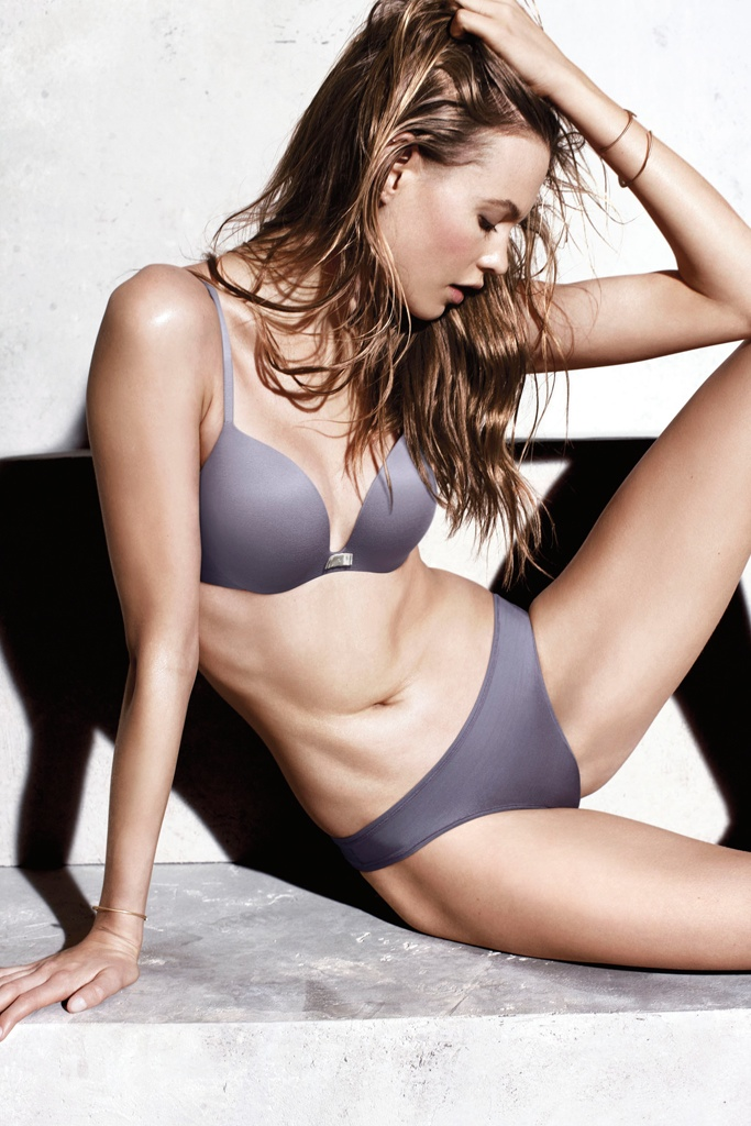 victorias secret incredible bra behati prinsloo2 Behati Prinsloo Looks Incredible in Victorias Secret Promos