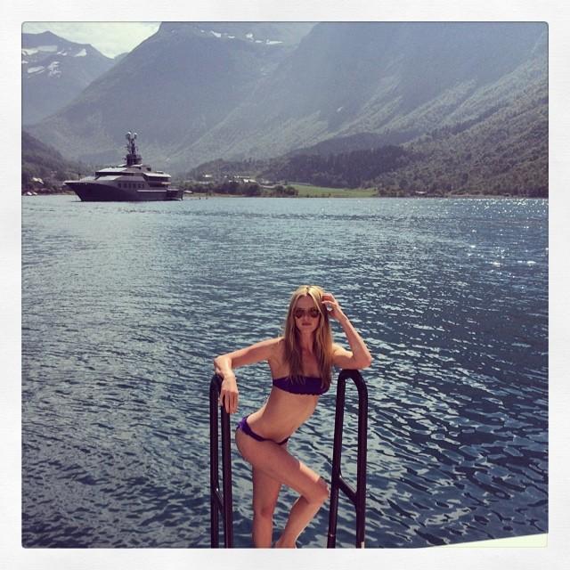 Anne V takes a bikini shot in Norway