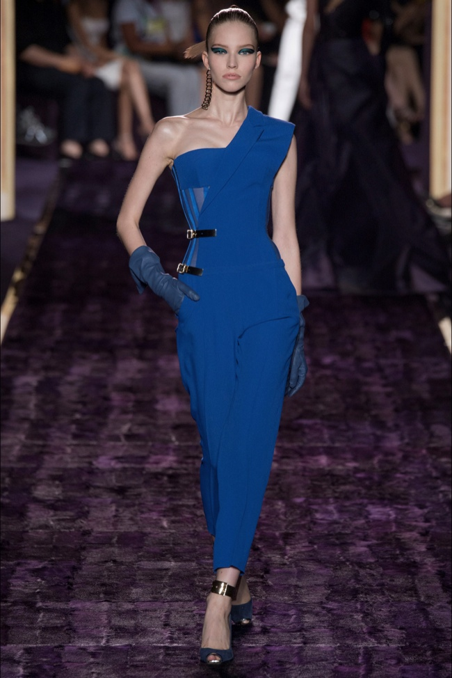 atelier versace 2014 fall haute couture show9 Atelier Versace Does Body Con Haute Couture for Fall 2014 Show