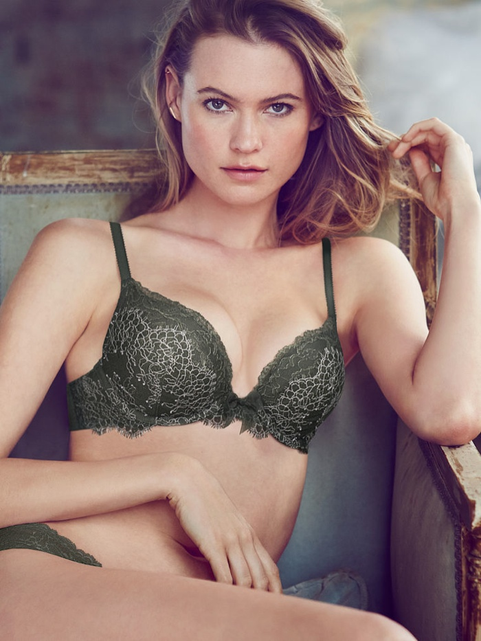 behati prinsloo lingerie shoot1 Just Lounging: Behati Prinsloos Sexy New Victorias Secret Images