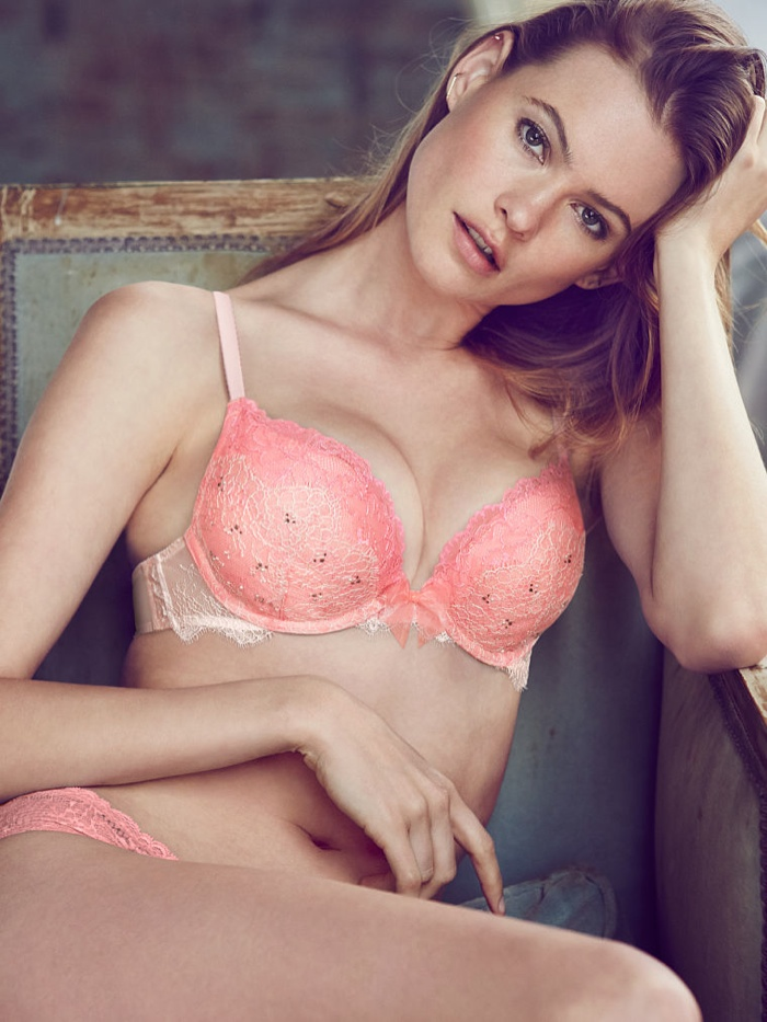 behati prinsloo lingerie shoot19 Just Lounging: Behati Prinsloos Sexy New Victorias Secret Images