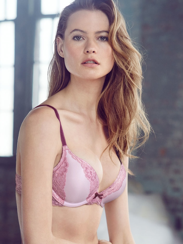 behati prinsloo lingerie shoot2 Just Lounging: Behati Prinsloos Sexy New Victorias Secret Images
